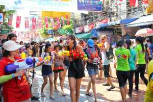 Government to Extend Songkran Holiday?